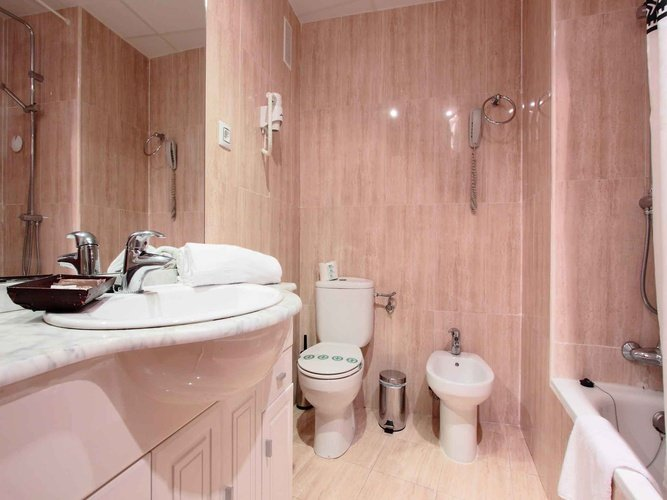 Salle de bains hôtel magic rock gardens benidorm
