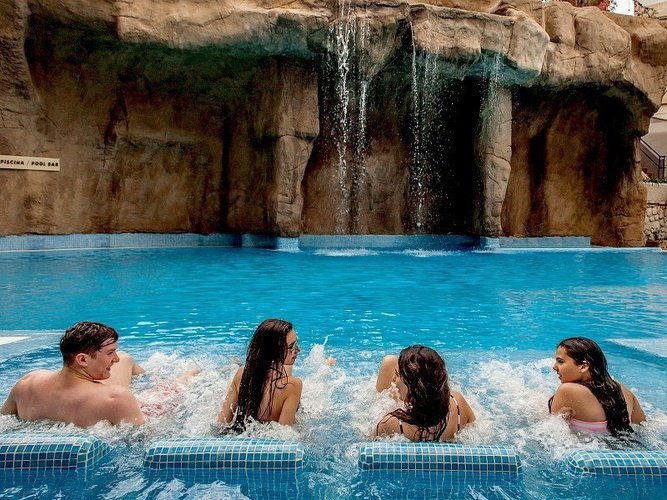 Lits oxygénants dans la piscine Hôtel Magic Rock Gardens Benidorm